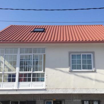 Cubierta a dos aguas en panel teja