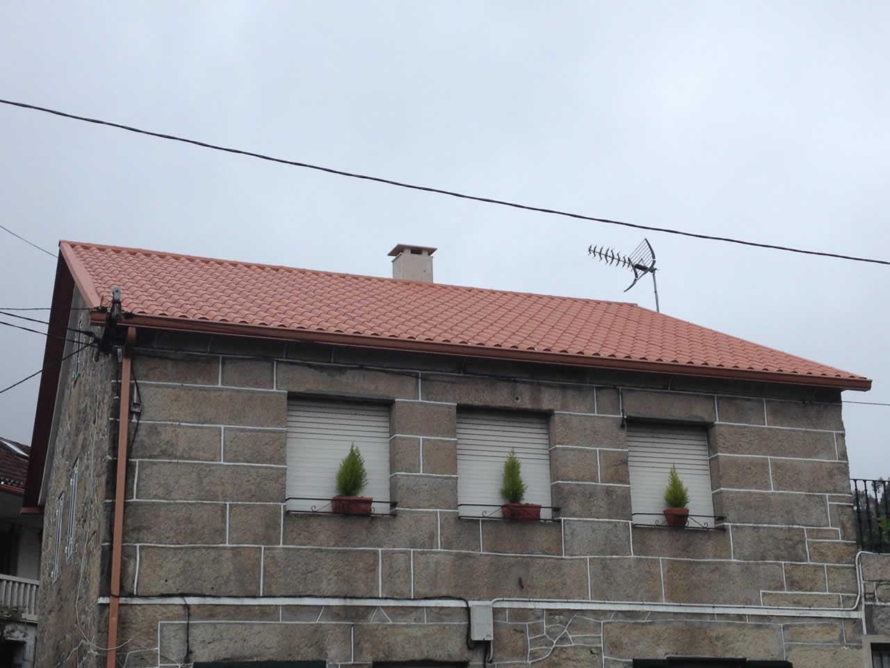 Cubierta Panel Teja en Alba - Revestimiento Chimenea