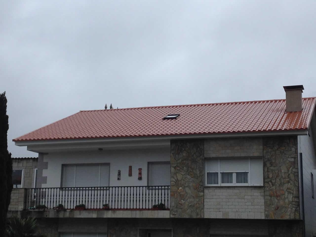 Montaje de Cubierta a dos aguas en Panel Teja, en Barrantes