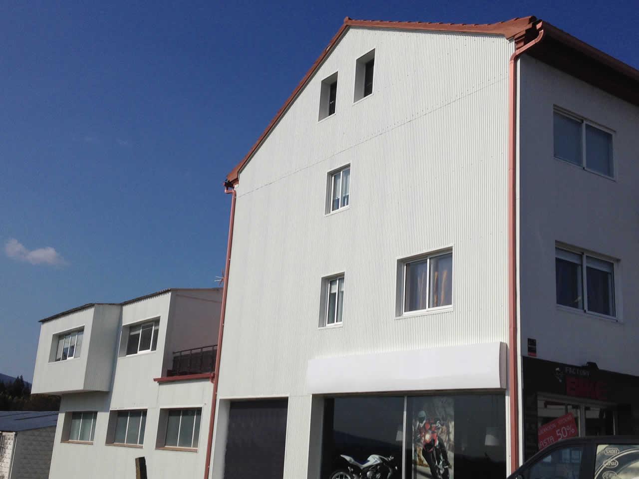Revestimiento de fachada nave en Pontevedra