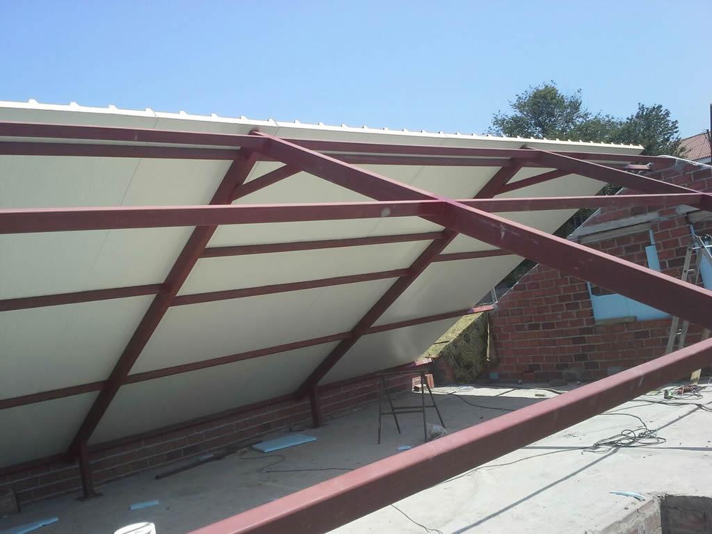 Montaje de tejado de panel teja