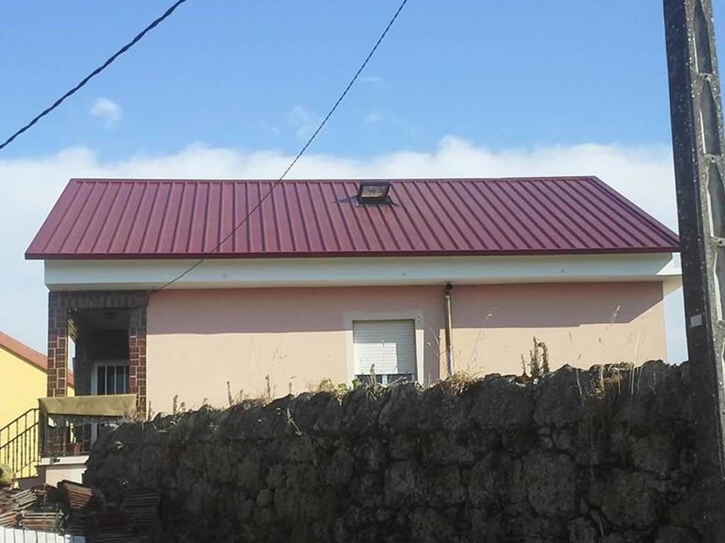 Montaje tejado panel sandwich en santiago rodriguez metal for Tejados de madera con teja