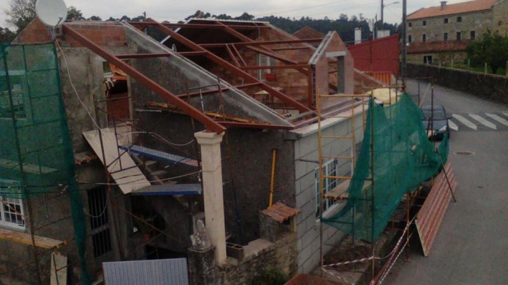 Cubierta de panel teja en ribadumia rodr guez metal for Montaje tejados de madera