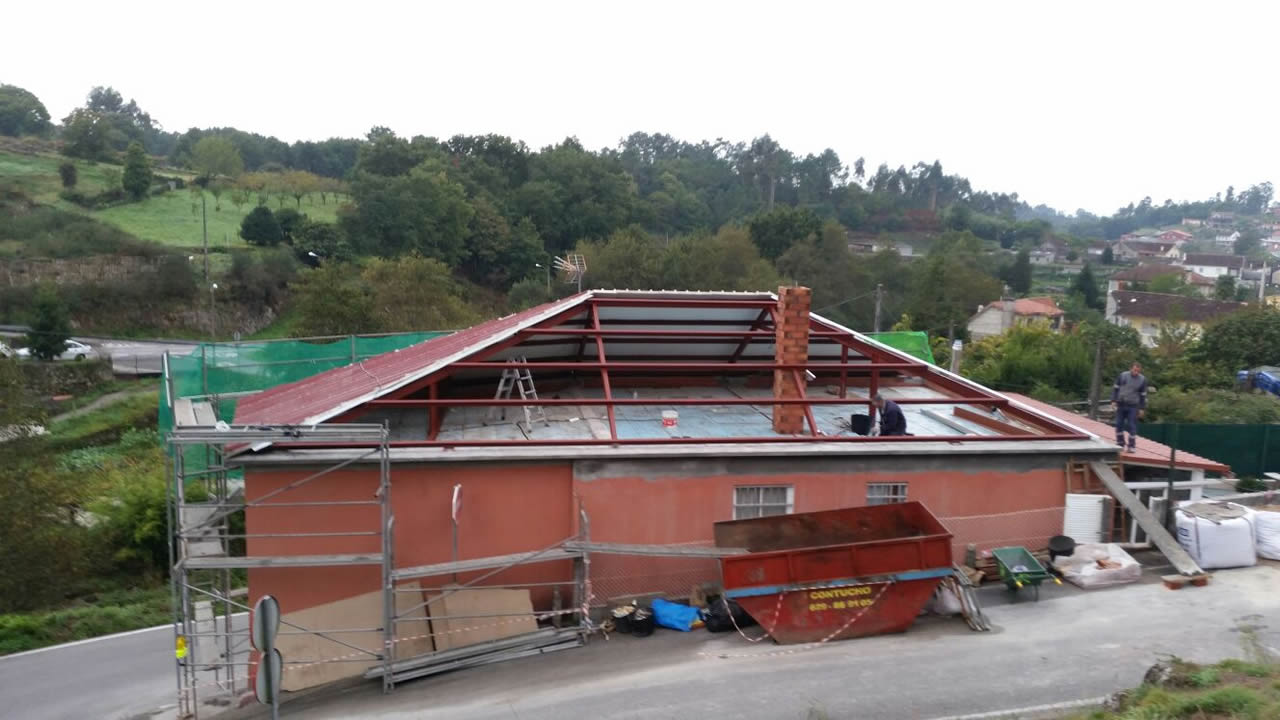 Montaje de cubierta a cuatro aguas rodr guez metal - Tejado a cuatro aguas ...