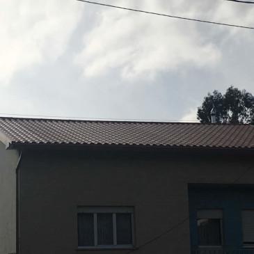 Montaje de tejado de panel teja en Noia