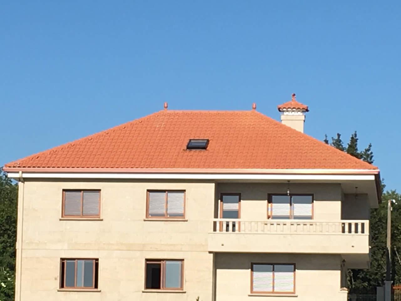 Construcci n de tejado a 4 aguas en vivienda unifamiliar for Tejados de madera a cuatro aguas