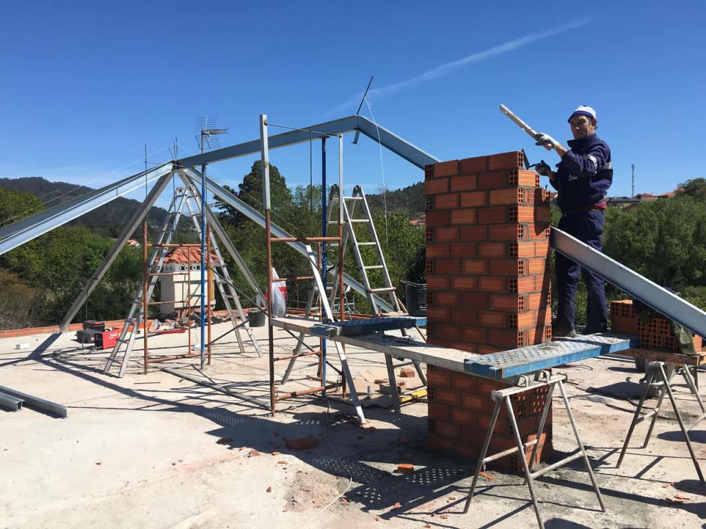 Construcci n de tejado a 4 aguas en vivienda unifamiliar for Tejados de madera a 4 aguas