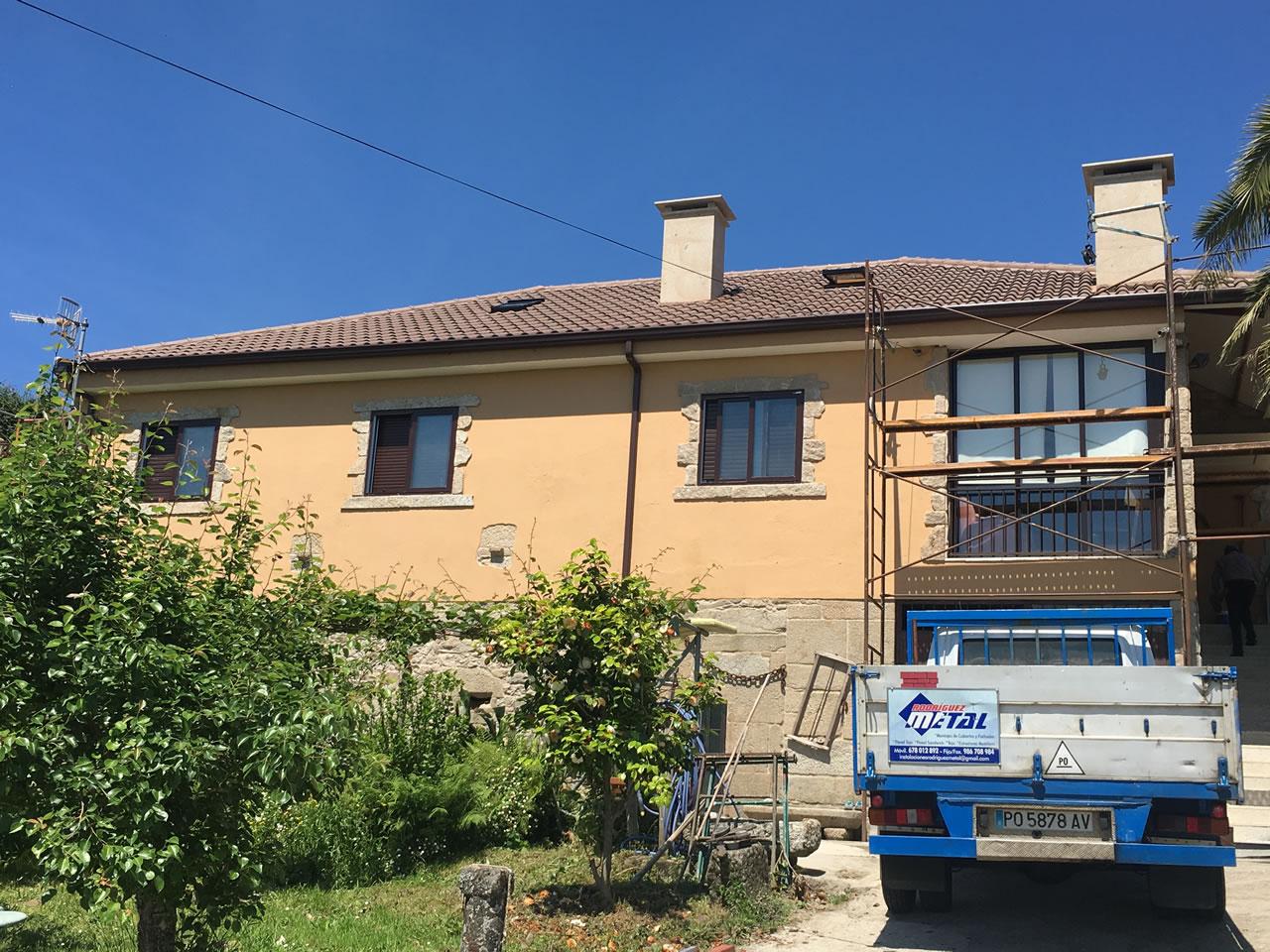 construcción de tejado a 6 aguas en vivienda en campolameiro