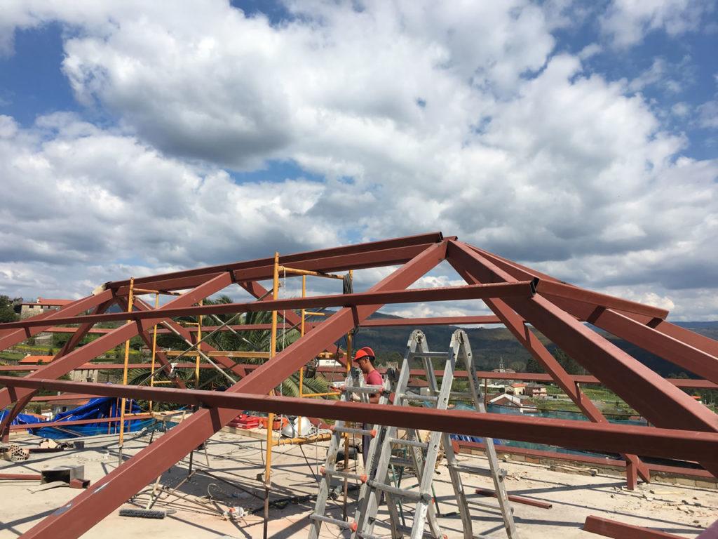 Construcci n de tejado a 6 aguas en vivienda en - Estructura metalica vivienda ...