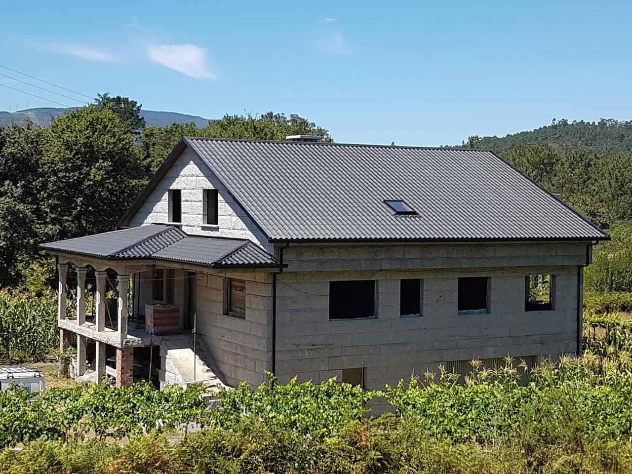 Construcci n de tejado en ponteareas instalaciones for Tejado panel sandwich