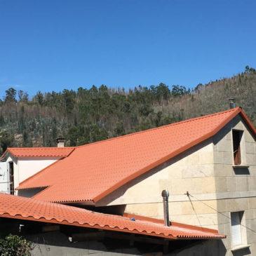 Construcción de tejado a dos aguas en Pontesampaio