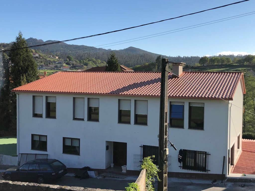 Construcción de tejado en Pontecaldelas. Obra de Construcciones Rodríguez Metal