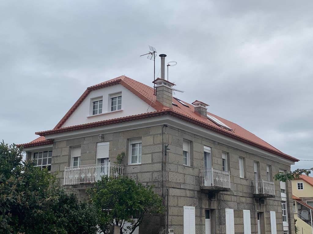 Construcción de tejado a 6 aguas en Vilaboa - Rodríguez Metal